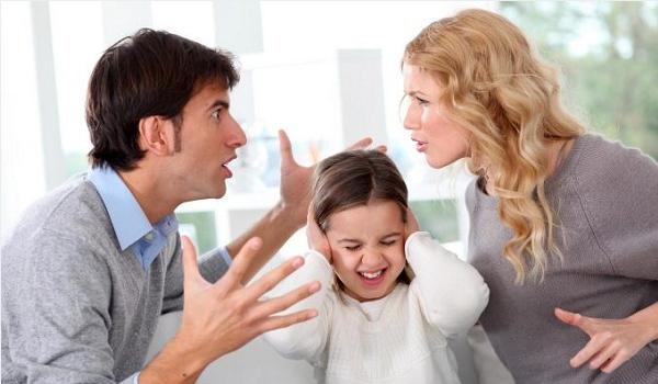 Cha mẹ nóng giận con hư hỏng
